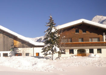 pension zug in lech am arlberg im winter